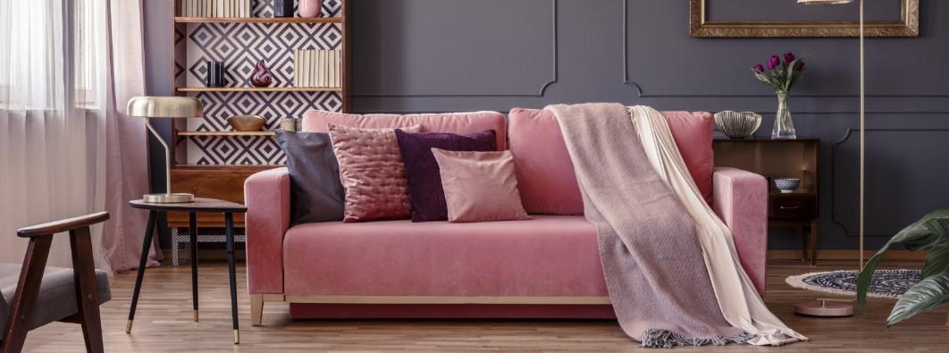 ροζ καναπες με γκρι μαξιλαρια