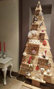 ξυλινο χριστουγεννιατικο δενδρο