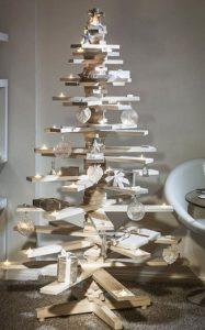 χριστουγεννιατικο δεντρο με ξυλα