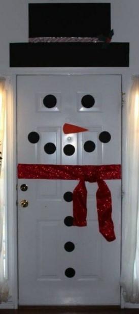 διακόσμηση χιονάνθρωπος στη πόρτα του σπιτιού