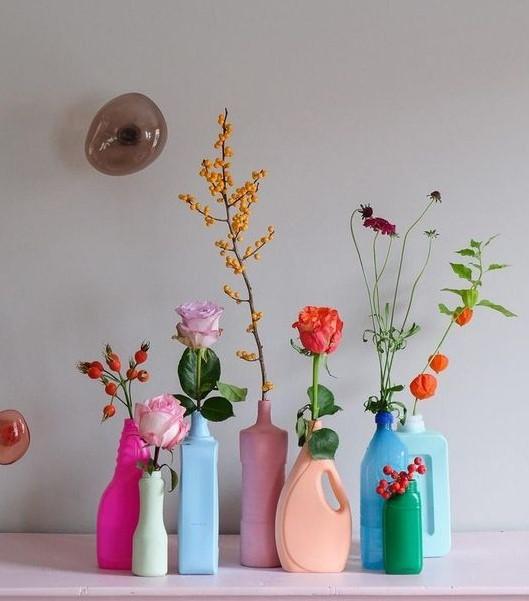 δοχεία λουλουδιών από παλιά μπουκάλια