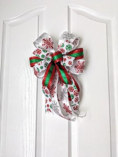 φιόγκος στη πόρτα τα χριστούγεννα