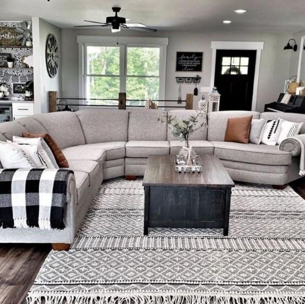 γωνιακός καναπές στο σαλόνι