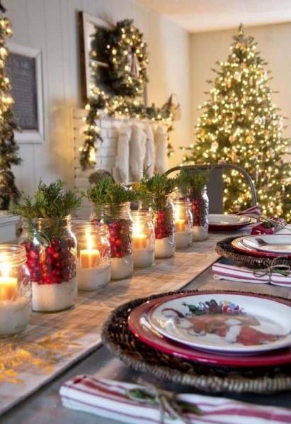 κεριά στη τραπεζαρία τα χριστούγεννα