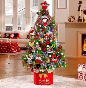 δέντρο χριστουγεννιάτικο μέσα σε κουτί