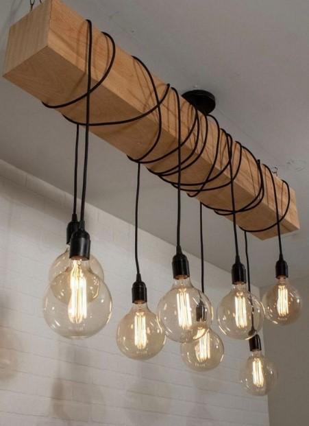 ξύλινο φωτιστικό οροφής με κρεμαστές λάμπες