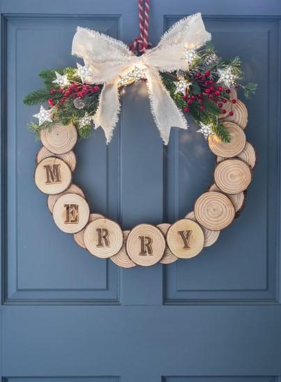 ξύλινο χριστουγεννιάτικο στεφάνι