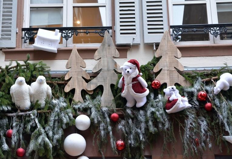 μπαλκόνι στολισμένο τα χριστούγεννα