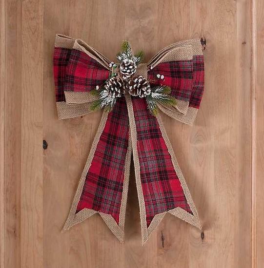 στολισμός πόρτας τα Χριστούγεννα με φιόγκο