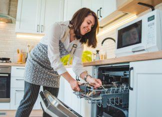 συμβουλες για να μην μυριζει το πλυντήριο πιάτων