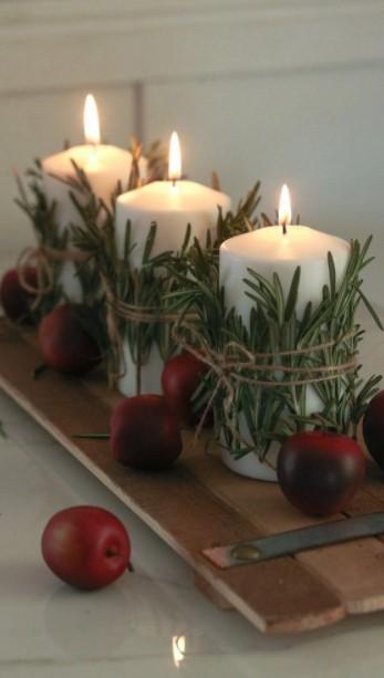 τρία κεριά δίσκο μήλα τραπεζάκι σαλονιού Χριστούγεννα