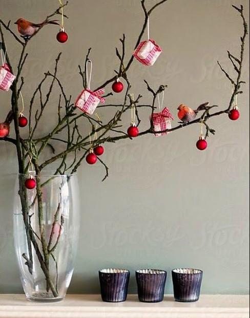 βάζο με χριστουγεννιάτικη διακόσμηση