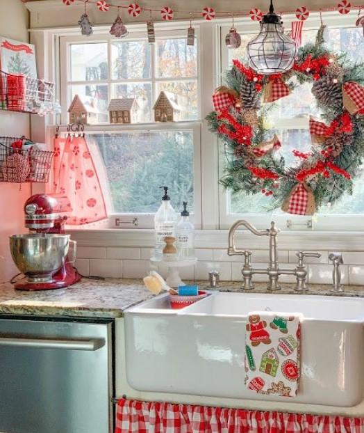 χριστουγεννιάτικη διακόσμηση στη κουζίνα