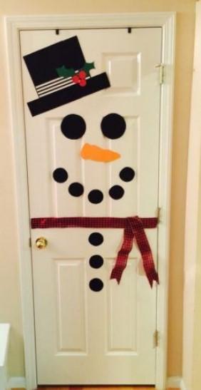 χριστουγεννιάτικος στολισμός πόρτας σπιτιού