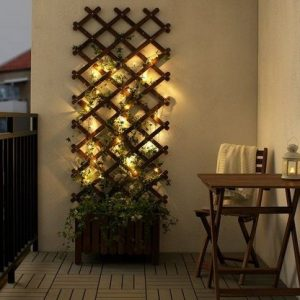 φωτακια σε τοιχο μπαλκονιου