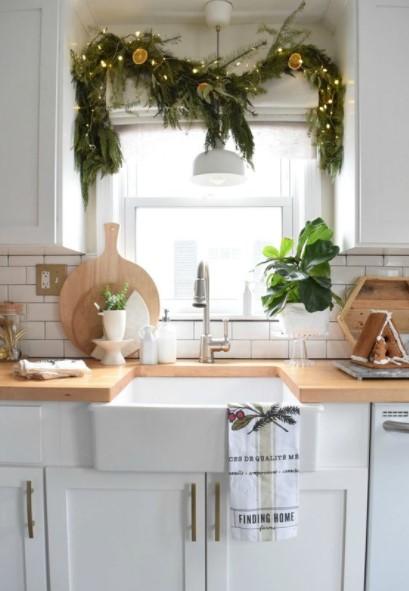 γιρλάντα φωτάκια παράθυρο κουζίνας παράθυρα Χριστούγεννα