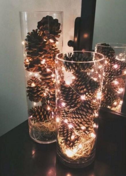 κουκουνάρια βάζα λαμπάκια χριστουγεννιάτικες κατασκευές γυάλες φωτάκια