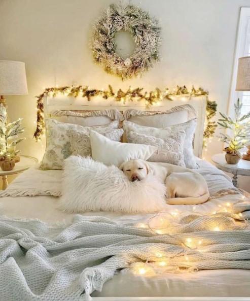 κρεβάτι στεφάνι γιρλάντα κρεβατοκάμαρα Χριστούγεννα