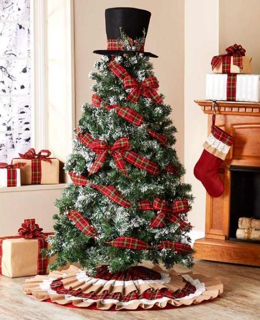 χριστουγεννιάτικο δέντρο με ιδιαίτερη κορυφή