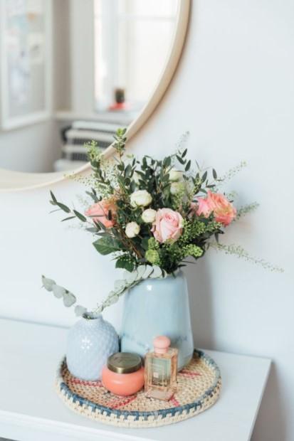 δίσκος βάζο λουλούδια οικονομικοί τρόποι ανανεώσεις κρεβατοκάμαρα