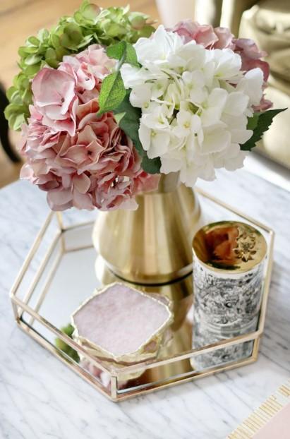 δίσκος βάζο ροζ λουλούδια