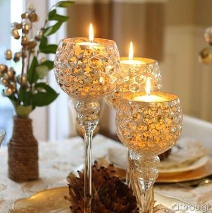 χρυσά κηροπήγια τραπέζι