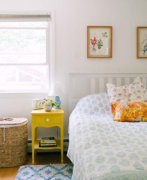 κρεβάτι κίτρινο κομοδίνο