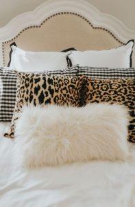 μαξιλάρια στο κρεβάτι