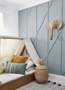 παιδικό δωμάτιο με ιδιαίτερο τοίχο