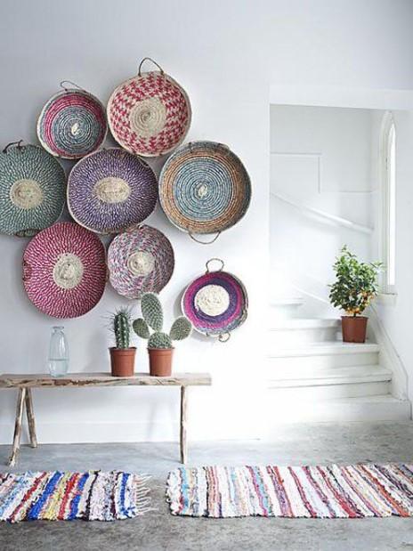 πολύχρωμα πανέρια τοίχο