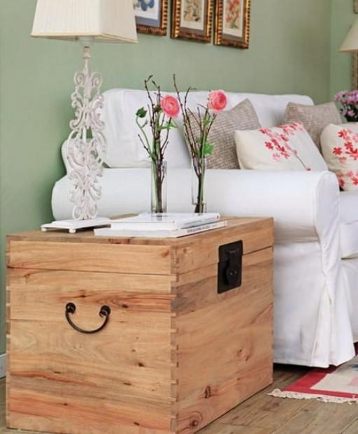 ξύλινο τραπεζάκι μπαούλο