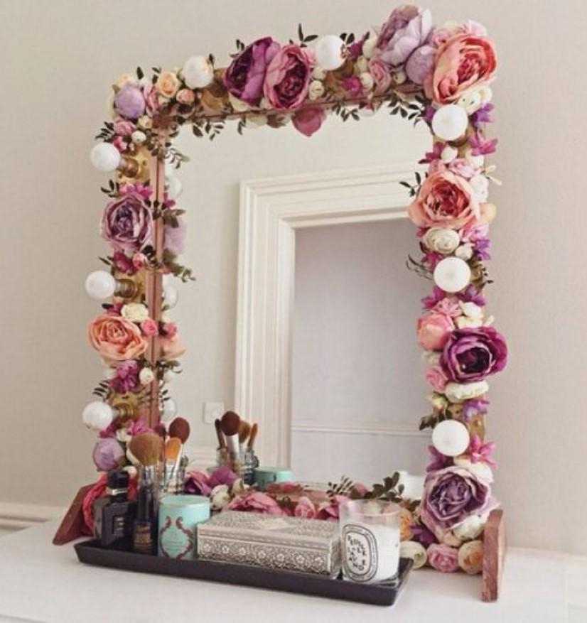 καθρέφτης με διακοσμητικά λουλούδια