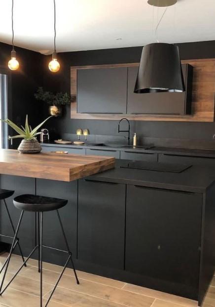 κουζίνα μαύρα ντουλάπια