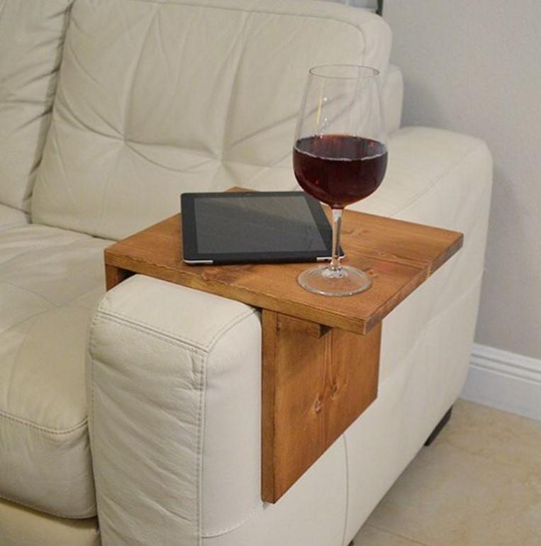 ξύλινη κατασκευή για τον καναπέ