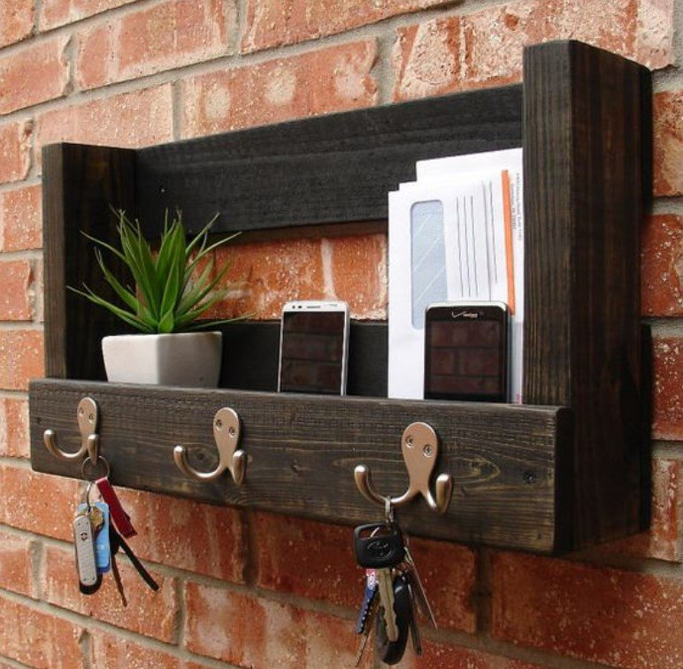 ξύλινο ράφι για την είσοδο του σπιτιού