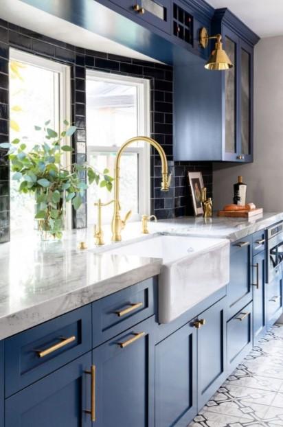 μπλε ντουλάπια κουζίνας