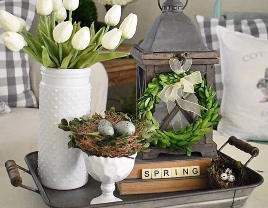 δισκάκι με λουλούδια αυγά άνοιξη τραπέζι μέσης