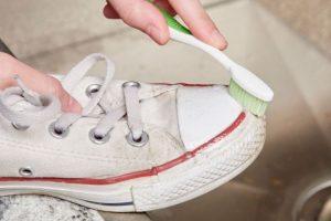 καθαρισμα σολας με οδοντοβουρτσα