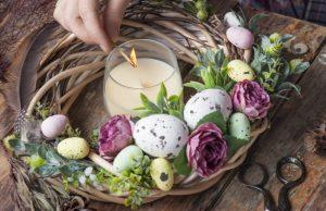 συνθεση με κερια λουλουδια αυγα ψευτικα