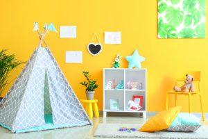 κιτρινο παιδικο δωματιο με γκρι