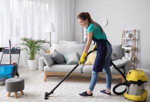 σκουπισμα στο σπιτι