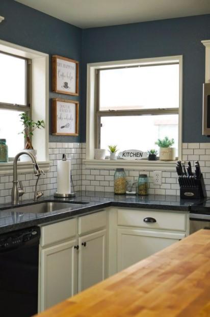 κουζίνα σκούρος τοίχος κάδρα