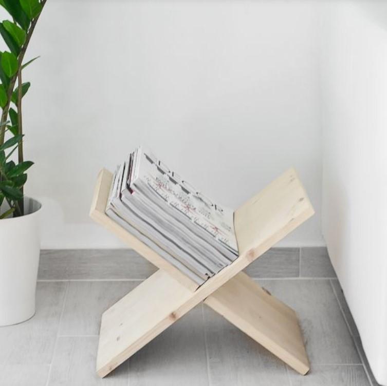 ξύλινη βάση για να βάζεις βιβλία