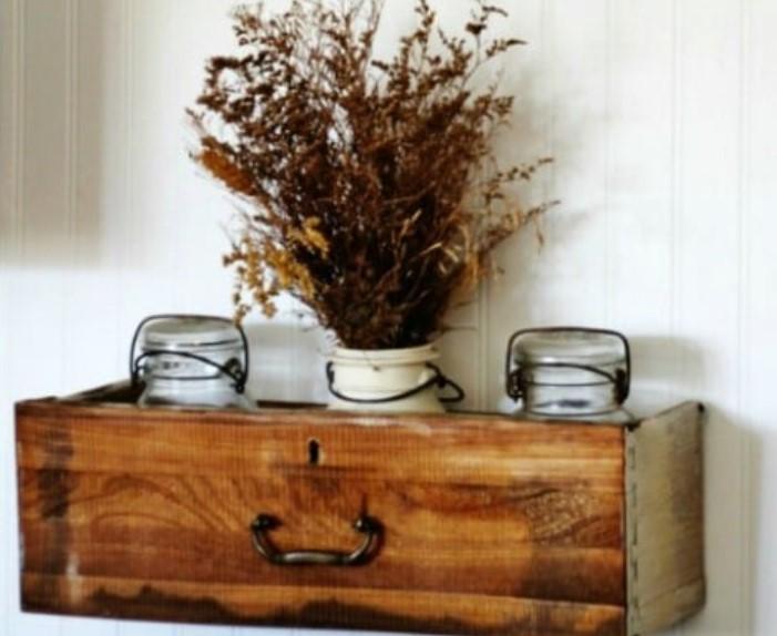 ξύλινο συρτάρι ως ράφι