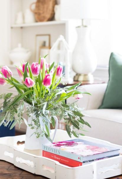 λουλούδια βιβλία τραπέζι τραπέζι σαλονιού άνοιξη
