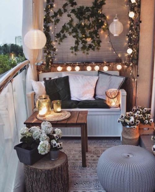 μπαλκόνι καναπές λαμπάκια