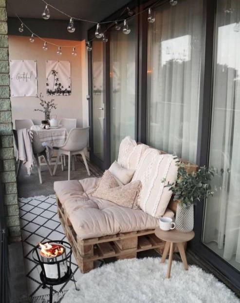 μπαλκόνι καναπές παλέτες φτιάξεις μπαλκόνι