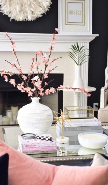 σαλόνι άσπρο βάζο κλαδιά τραπέζι σαλονιού άνοιξη