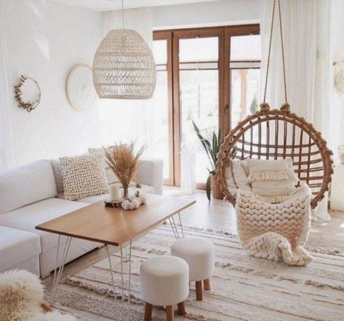 σαλόνι με ξύλινα διακοσμητικά