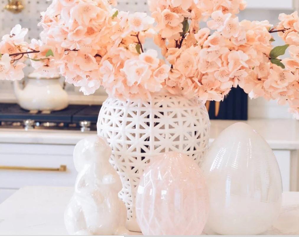 σομόν λουλούδια λευκά διακοσμητικά τραπεζάκι σαλονιού άνοιξη